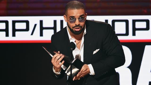 Drake en novembre 2016 lors des American Music Awards à Los Angeles