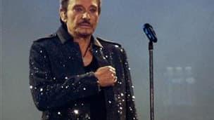 """Pour la première fois depuis son hospitalisation à Los Angeles, Johnny Hallyday confirme son intention de reprendre la scène et sa route de """"vagabond du rock"""" après être """"revenu lentement à la vie."""" /Photo d'archives/REUTERS/Philippe Wojazer"""