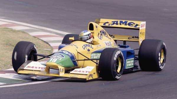 Michael Schumacher, et son n°19, a fait ses débuts chez Benetton au volant de cette F1 en 1991.