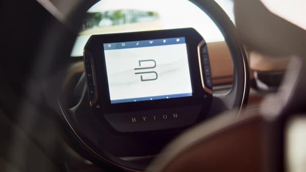 L'écran intégré au volant de ce concept Byton.