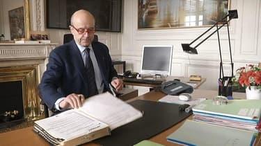 Alain Juppé dans ses bureaux de la mairie de Bordeaux le 6 mars 2013.