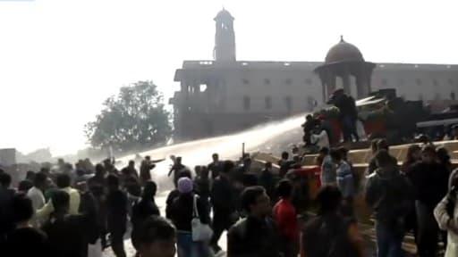 Le gouvernement indien appelle au calme après le viol d'une étudiante