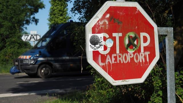 """L'entreprise candidate à la privatisation d'Aéroports de Paris (ADP) """"dément l'existence de discussions avec l'Etat portant sur les indemnités de résiliation"""" portant sur l'abandon du projet d'aéroport de Notre-Dame-des-Landes"""