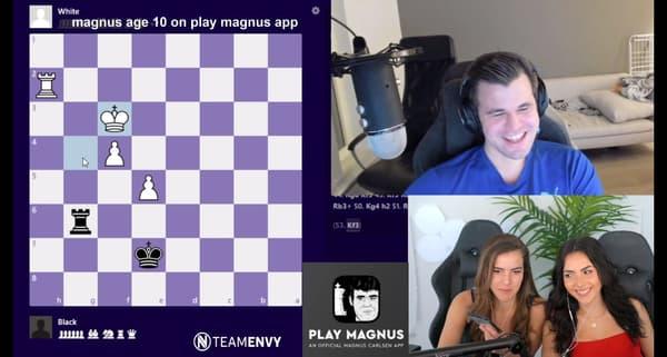 Les soeurs Alexandra et Andrea Botez lors d'une session de streaming avec le champion du monde d'échecs Magnus Carlsen