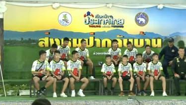 Les enfants sauvés de la grotte lors de leur conférence de presse, le 18 juillet.
