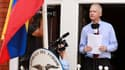 """Julian Assange a invité dimanche à Londres Barack Obama à lever """"la chasse aux sorcières"""" ouverte par les Etats-Unis à l'encontre de WikiLeaks. L'ancien """"hacker"""" australien, menacé d'arrestation sur le sol britannique à la suite d'une demande d'extraditio"""