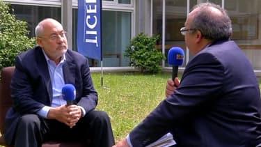 """Le prix Nobel d'économie estime que des eurobonds permettraient à l'Europe d'""""investir sur l'avenir""""."""