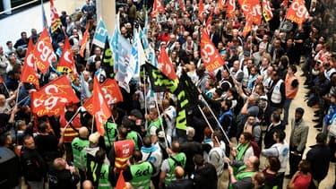 Les trois principaux syndicats de la SNCF (CGT, Unsa et SUD-Rail) appellent à une grève reconductible à partir du 5 décembre de même que les trois syndicats représentatifs de la RATP (Unsa, CGT et CFE-CGC).