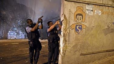 Des policiers brésiliens lors d'une révolte dans une favela près de Rio de Janeiro en avril 2014 (image d'illustration)