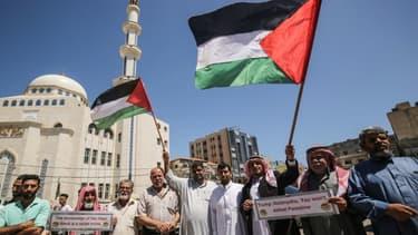 Des Palestiniens manifestent contre le projet israélien d'annexer des parties de la Cisjordanie occupée, à Khan Younes, dans le sud de la bande de Gaza, le 23 juin 2020