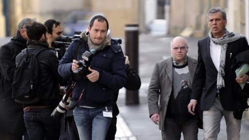 Henri Leclaire (deuxième à droite), cité comme témoin au procès Heaulme, à son arrivée au palais de justice de Metz le 1er avril dernier.