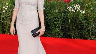 """L'actrice Michelle Williams de """"Meek's Cutoff"""" au festival de Venise. Les festivaliers de la Mostra, qui s'achève samedi prochain, ont changé de continent dimanche avec une conquête de l'Ouest féminisée dans """"Meek's Cutoff"""" et le coup d'Etat du Chili de 1"""