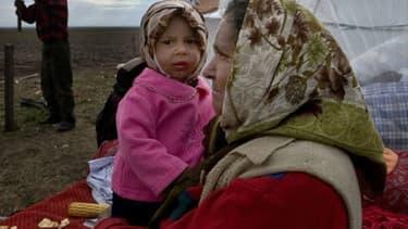 Une mère rom et son enfant