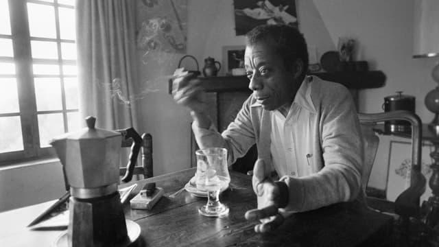 James Baldwin, chez lui à Saint-Paul-de-Vence en 1979.