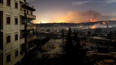 La ville d'Alep sous les bombes, un soir de décembre 2012. En quatre années de guerre civile, la Syrie a été littéralement plongée dans le noir. Ici, le pays vu du ciel en 2011.