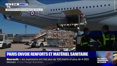 Le matériel sanitaire est en train d'être chargé dans un des avions qui doit s'envoler pour Beyrouth