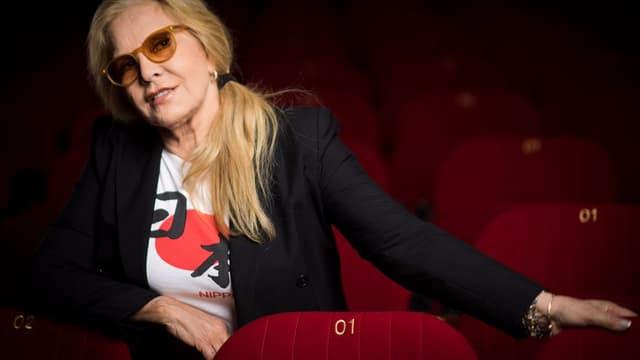 Sylvie Vartan pause parmi les fauteuils de l'Olympia, le 6 septembre 2017