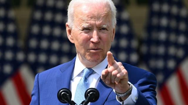 Le président américain Joe Biden lors d'un discours dans les jardins de la Maison Blanche, le 8 avril 2021