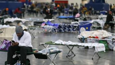 Des habitants, privés d'électricité, se sont réfugiés dans un centre de conférence, à Pearland (Texas), le 17 février 2021.