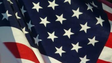 Drapeau américain flottant au vent. (image d'illustration)