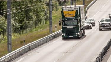 Après la Suède, l'Allemagne va équiper une portion d'autoroute de caténaires afin d'alimenter des camions Scania hybrides en électricité.
