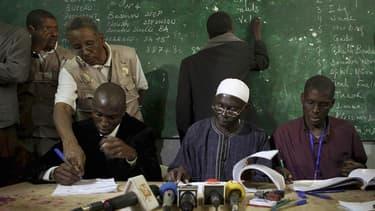 Un second tour inévitable au Sénégal, reconnaît le camp de Wade