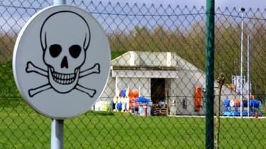 Un bâtiment d'une usine de traitement et démentèlement d'armes chimiques à Poelkapelle, Belgique.