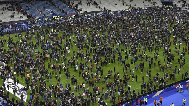 Les supporters français au Stade de France le 13 novembre 2015