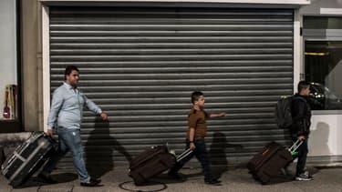 Une famille originaire d'Irak arrive à Bellegarde-sur-Valserine, dans l'Ouest de la France.