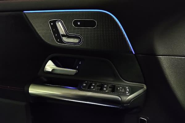 La conception intérieure des portes est remarquable, avec une ergonomie et une impression de qualité et de solidité du domaine de l'exceptionnel.