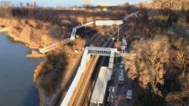 Les premières images du train qui a déraillé à New-York le 1erdécembre 2013.