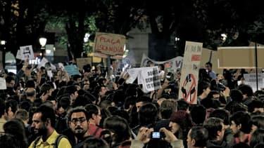 Les manifestations en Espagne se multiplient alors que le pays compte plus de six millions de chômeurs.