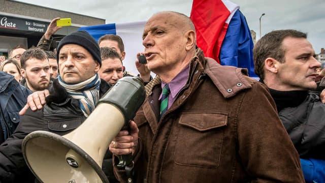 Le général Piquemal, lors d'une manifestation anti-migrants à Calais. le 6 février 2016.