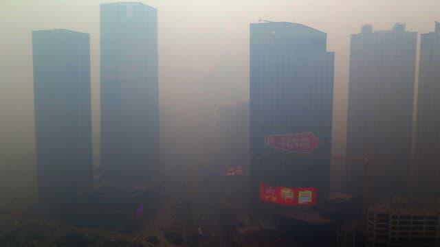 Le nord-est du pays sous un épais brouillard de pollution.