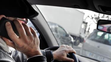 En dix ans, le nombre de conducteurs qui téléphonent au volant a doublé, selon une étude Axa