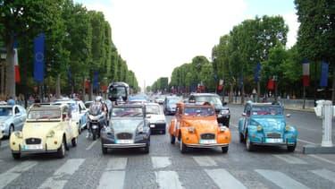 """La """"plus belle avenue au Monde"""" sera fermée ce dimanche aux voitures pour laisser place aux piétons et cyclistes. Pour autant, ce n'est pas une raison pour ne pas profiter des multiples espaces dédiés à l'automobile sur les Champs-Elysées."""