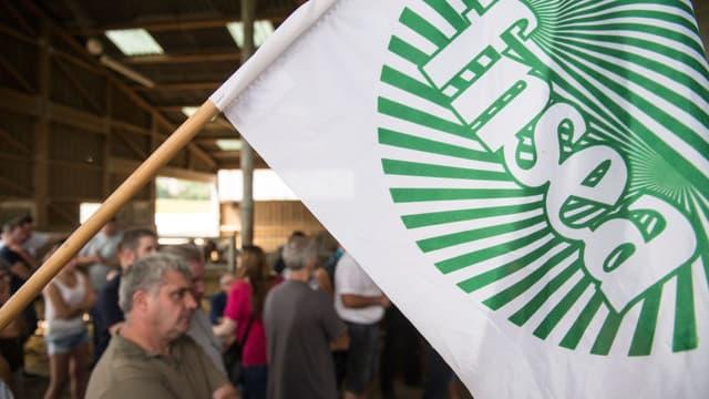 Un drapeau de la FNSEA qui demande la fin de l'arrêté (photo d'illustration)