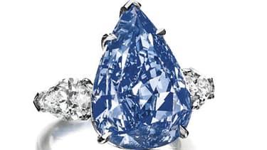 """Estimé entre 21 et 25 millions de dollars, """"The Blue"""" pèse 13,22 carats."""