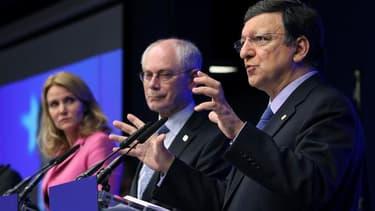 Helle Thorning-Schmidt, Premier ministre danois, dont le pays assure actuellement la présidence de l'UE, Herman Van Rompuy, président du Conseil européen et José Manuel Barroso, président de la Commission européenne. Les dirigeants de l'Union européenne o