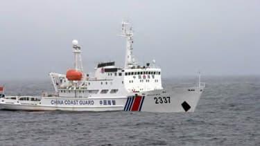 Photo d'un garde côte chinois prise par les gardes côtes japonais, à proximité des très disputées îles Senkaku.