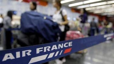ir France a prévu dimanche d'assurer huit vols sur dix, au deuxième jour d'un mouvement de grève qui se renforce, selon les syndicats. La compagnie assure que 80% des vols seront maintenus, le même taux que lors du premier jour, samedi, d'une grève des hô