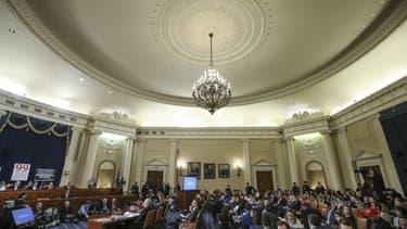 Vue générale de la salle d'audition publique de l'enquête en vue de la procédure de destitution de Donald Trump, Washington, 19 novembre 2019