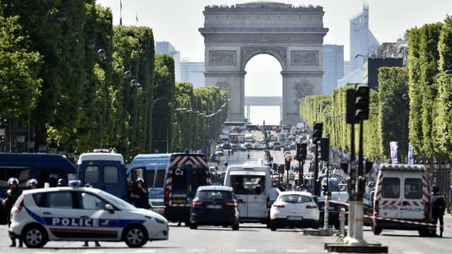 Attentat manqué sur les Champs-Elysées, à Paris, le 19 juin 2017
