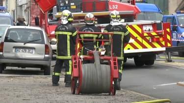 Plusieurs dizaines de pompiers ont été mobilisés après l'explosion d'un immeuble de Nonancourt, dans l'Eure.