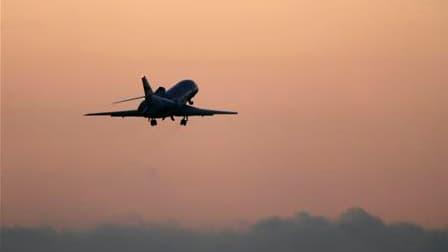 Les ministres du gouvernement français ont été priés d'éviter le recours à la location de jets privés, instruction qui fait suite à une dépense de 116.500 euros du secrétaire d'Etat à la Coopération, Alain Joyandet. /Photo d'archives/REUTERS/Darrin Zammit
