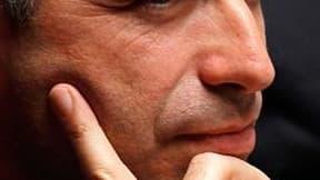 Jean-François Copé devrait prendre la tête de l'UMP, en vertu d'un accord avec Nicolas Sarkozy, a-t-on appris dimanche dans son entourage. /Photo prise le 26 octobre 2010/REUTERS/Charles Platiau