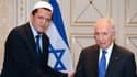 L'imam Hassen Chalghoumi, président de la conférence des imams de France et le président israélien Shimon Peres, à Paris dimanche.