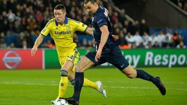 Zlatan Ibrahimovic et Gary Cahill, lors du match aller entre les deux équipes (1-1).