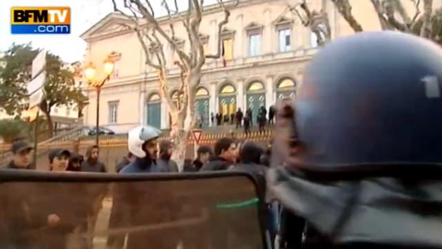 Deux hommes ont été placés en garde à vue lundi à Bastia dans le cadre de l'enquête sur des incidents en février après des accrochages entre policiers et supporters de Bastia