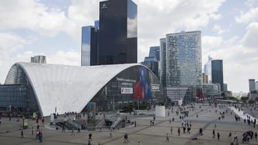Numéricable reste en conflit ouvert avec l'exécutif du département des Hauts-de-Seine, qui a résilié le contrat le liant à l'opérateur pour le déploiement d'un réseau haut débit .